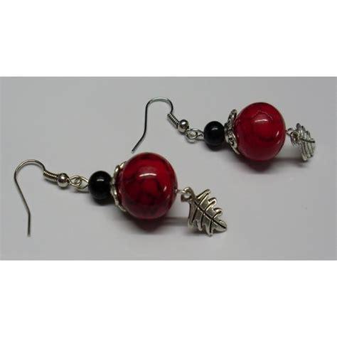 boucles d'oreilles Shamballmoi avec aluminium, résille et perles à strass de couleur rouge